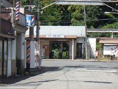 近鉄壺阪山駅 高取城の最寄り駅。 ただ、ここから本丸は4キロ強離れていて、比高で300メートル以上。