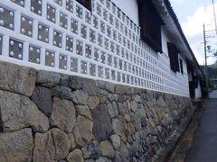 植村家長屋門 高取城への道の途中にある長屋門。 現在は、高取城主の末裔の住まいの一部となっているという。