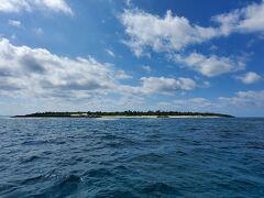 港から20分位で水納島が見えて来ました。