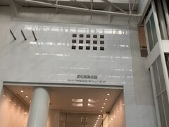 12階だったかな 下には大ホール、小ホール、コンサートホールもあります。 コンサートホールはパイプオルガンもあり音響設備・効果素晴らしいですよ。