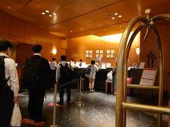 今夜の宿は大阪福島のホテル阪神大阪 無事平和な時間にチェックイン。  こちらのホテル、緊急事態宣言下においても何度も利用していますがチェックインで並んだのは何時以来だろう?