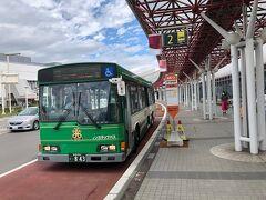 新千歳空港に着きました。1年ぶりの北海道。レンタカーバスを待ちます