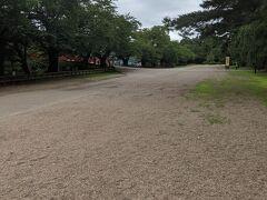 弘前公園はガラガラでした。 天守閣も工事中