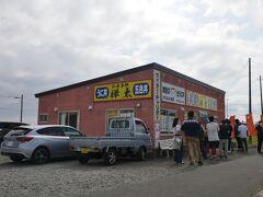 すぐ近くにあったライダーさんに人気の樺太食堂は大行列。 先月稚内を旅行した会社の子もここで海鮮丼食べたって言ってたな。