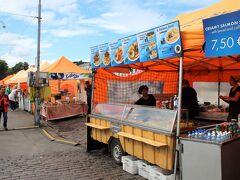 ・・・と、その前に、腹ごしらえを。  14時20分、港に隣接するマーケット広場(Kauppatori)では、たくさんの屋台が立ち並んでいるので、ここで昼食。