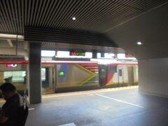 岡山駅に到着  この特急は 高知行きです。