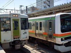 高崎行のディーゼルカーに乗り換えます。