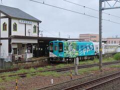 終点の新所原駅に着きました。  台風の影響で天候が良くないのとラッピング列車のため 車窓が良く見えませんでした。 出発が朝早かった事もあり、車内では寝て過ごしました。