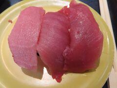 岡崎公園から10分程歩いて、魚魚丸 岡崎中央店に来ました。  行った時は、写真の本鮪三種盛(大とろ・中とろ・上赤身)が 通常600円のところ480円(税込528円)に割引していました。  ご当地ぽい物や変わったものなど、自分の地元にはない 回転寿司のお店で色々と食べました。