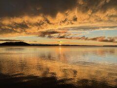 ★おまけ★  18日宿泊は、サロマ湖畔にある「サロマ湖鶴雅リゾート」  大好きな鶴雅リゾートのホテルということもありますが、ここはサロマ湖に沈む夕陽が絶景で有名なホテルです。  午後3時ころまで、大雨でずぶ濡れ。 夕陽は諦めていたところ、3時ころお風呂に入っている頃から晴れ始め、期待感がアップ。