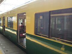 松阪駅から伊勢市駅まではかわいい2両編成の普通電車で。