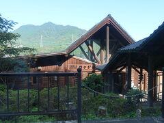 青郷駅 観光案内所が併設されている駅で、入口でスタッフの方が列車から降りてくるお客さんを出迎えていらっしゃいました。