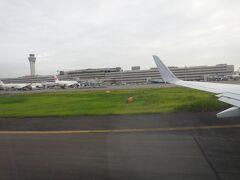 機内から見える、羽田空港第1ターミナル。