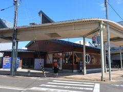 駅の真ん前、観光案内所でレンタサイクルをして、荷物もコインロッカーに預けて出発!