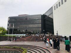 10:30  やってきたのは神奈川県民ホール。  みなとみらい駅から2駅、日本大通り駅から徒歩10分弱です。