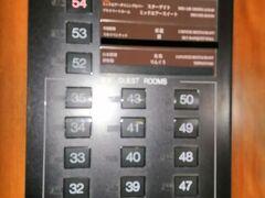 ぶらぶら歩いてホテルに戻り、スターゲイトホテルのエレベータで54階のレストラン「STAR GATE」へ。