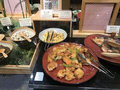 鶏肉の西京焼きや焼きサバ。