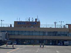 鳥取空港。  愛称は鳥取砂丘コナン空港。