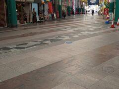 オリオン通り商店街。ここが大きい商店街かなと思います。屋根もついてて天気関係なく歩きやすいです。