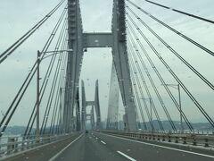 さて、丸亀市内で昼食を取ったあとは、四国ともおさらば。 坂出から瀬戸大橋で岡山方面へ。  これで愛犬と行く四国旅は終了。 なお、愛犬と行く兵庫~たつの・姫路編へと続きます。