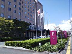 その少し奥に観光案内所があったので、周辺マップ等をもらってホテルの場所を確認しました。