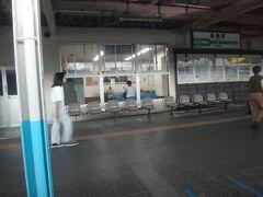 新潟から40分。16時23分、新発田。 ここから羽越線に入る。