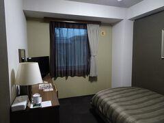 台風の影響で天気の悪い土曜日は移動日に充てて糸魚川で前泊。1泊7615円。