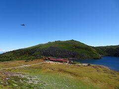 白馬大池山荘にヘリが飛来していました。
