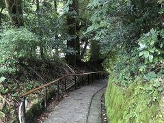温泉街  山あいで坂です べっちん坂