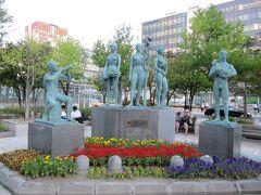 札幌駅前のオブジェ牧歌の像 牧歌が書いてありました