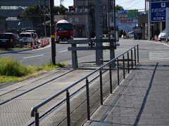 熊本へ戻って来まして、駅横の東横インに荷物を預けて、熊本市電の末端駅まで歩いてきました。  田崎橋電停です。