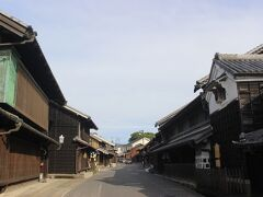 他にも江戸時代から明治時代に建てられらた家々が1キロほどに渡って立ち並び、風情のある街並みでした。 地元は大変だと思いますが、いつまでも大切にしてほしい街並みです。