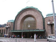 20時を過ぎてもヘルシンキは明るく、ヘルシンキ中央駅はまだまだたくさんの人々で賑わっています。
