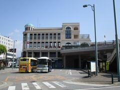 長浜駅前に秀吉の像があるとのことで、行ってみました。