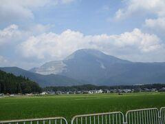 こちらの観音護国寺さんからはハイキングで有名な伊吹山が望めました。