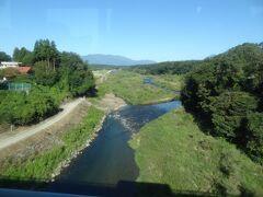 那須岳山麓を水源とする那珂川を渡ります。