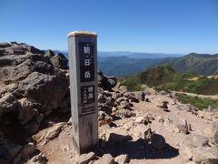 10:49 ロープウェイ山麓駅から3.1km/1時間21分。 朝日岳山頂/E1,896mに着きました。  (E=標高.Elevation)