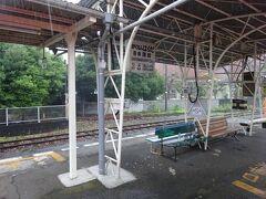岳南原田駅。雨がザーザー。