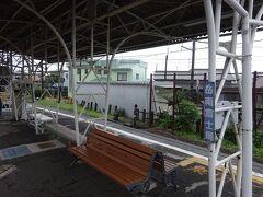 岳南富士岡駅。 この路線の車両工場がある駅。