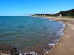 角田地区の海岸に到着。今日は波静かです。