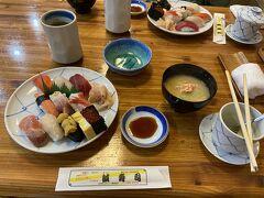 岩内のメインストリートにある誠寿司でお昼を食べる。新鮮な海の幸がたくさん食べられて非常満足だ。