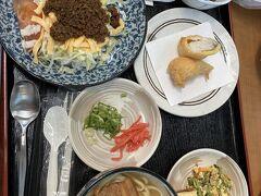 お昼の便で帰ります。空港でタコライスをテイクアウトし(夕食)、お昼もタコライス。沖縄らしいものはこれだけでした。