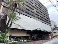 途中雨にやられてまた濡れて少し迷いがら到着したホテル。…ホント運が悪い。  熱海で一番大きい熱海ニューフジヤホテルです。