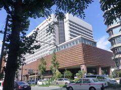 博多駅、博多口から徒歩5分。良くお世話になるANAクラウンプラザホテル。 ここで2泊。 スタンダードダブルルーム、シングルユース。