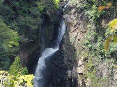 聖滝  国道218号から少し入った展望所からの眺めです。   聖滝:https://www.tripadvisor.jp/Attraction_Review-g1121544-d8817780-Reviews-Hijiri_Falls-Yamato_cho_Kamimashiki_gun_Kumamoto_Prefecture_Kyushu.html 国道218号:https://ja.wikipedia.org/wiki/%E5%9B%BD%E9%81%93218%E5%8F%B7