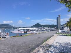 門司港駅から通りをわたると、目の前には関門海峡。