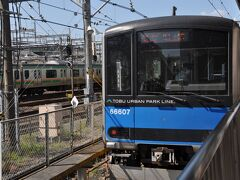 大宮駅に到着して、小走りで東武野田線ホームへ移動します。  急行船橋行きです。