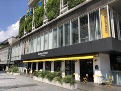 東京・表参道【GONTRAN CHERRIER】1,2F  2021年7月10日にオープンしたフランスのベーカリーショップ 【ゴントラン シェリエ】東京青山店の写真。  【ピエール・エルメ・パリ】青山店のお隣(ラ・ポルト青山)に 日本再上陸しました。  また載せちゃいますが、私が都内で一番好きなブーランジェリーです。 2階にレストランもオープンしました。