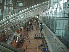 SW初日の羽田空港 昼過ぎだったのである程度ガラガラでした・・ でもこのご時世では多い方かなぁ?