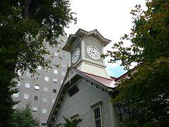3日目 朝から散歩がてらの定番の観光地巡り・・札幌時計台を見つつ